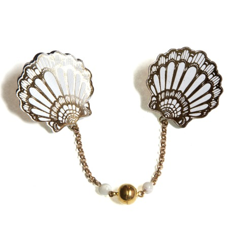 Fan clam shell collar brooch from Rosita Bonita
