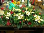 gold and red xmas arrangement